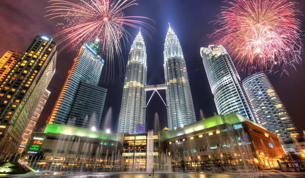 malaysia fireworks at klcc twin towers